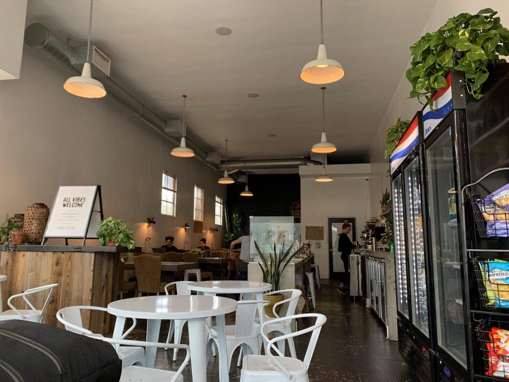 米国 Superslow ヨガ メディテーション スタジオ カフェ コワーキングスペース フレンドリー 画像